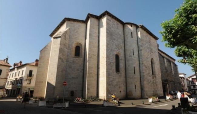 Страна басков, St Pée sur Nivelle: пять телег барочного алтаря
