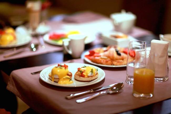"""Из меню: """"Мы считаем завтрак главной трапезой дня"""""""
