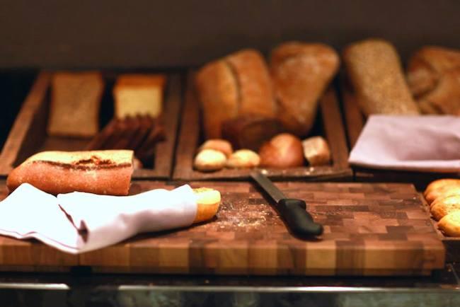 Хлеб, как всегда, одна из малых выразительных композиций буфета
