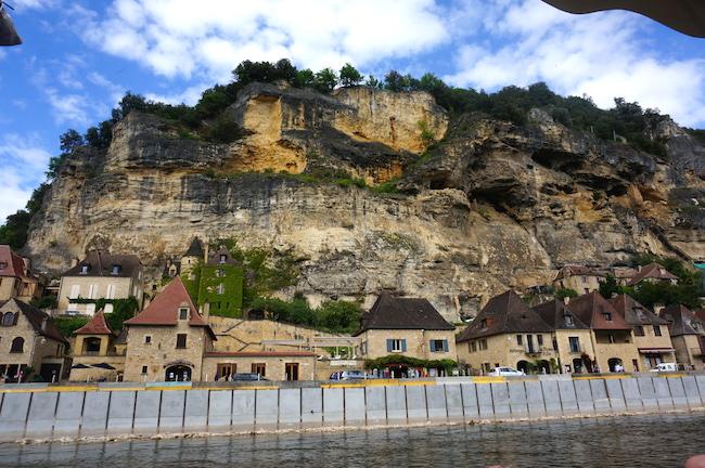 На верху горы –смотровая площадка регулярного парка