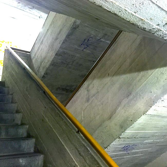 Двойная лестница бункера