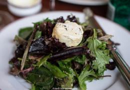 Салат из эндивия с козьим сыром