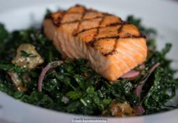 Шотландский лосось с салатом