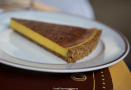 Цитрусовый торт с лимонным сабайоном и корочкой из кедровых орехов