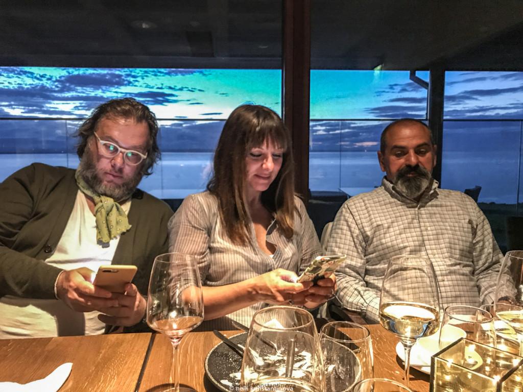 Участники автопробега Геннадий Йозефавичус, Наталья Малиновская, Арам Мнацаканов за ужином в облаке вайфая