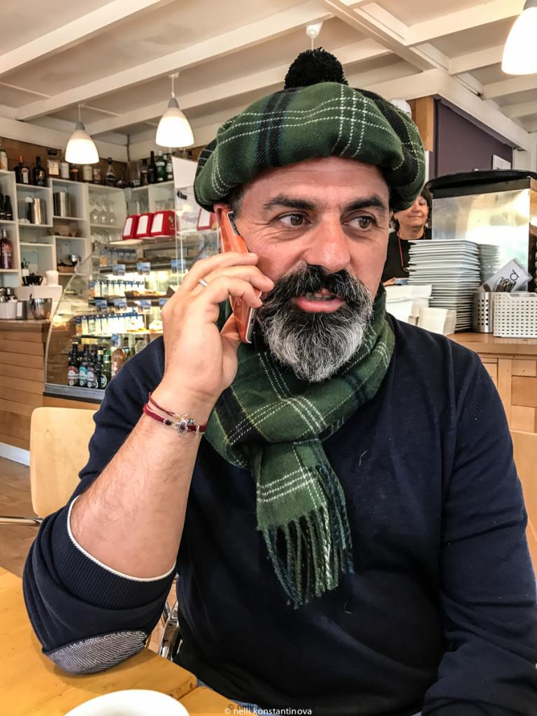 Один из участников автопробега, ресторатор Арам Мнацаканов, человек магнетического обаяния