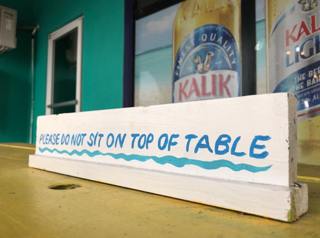 """""""Не садитесь на стол"""""""