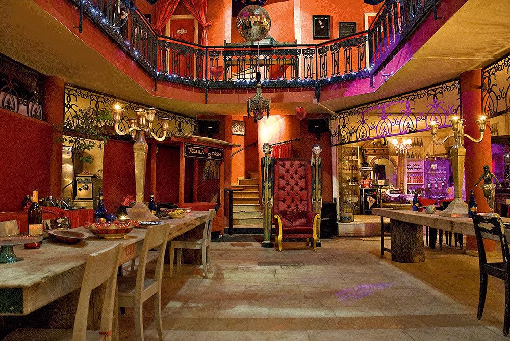 В ресторане Tango в самом сердце яхтенной марины Бодрума – декадентский интерьер и лучшие аргентинские стейки