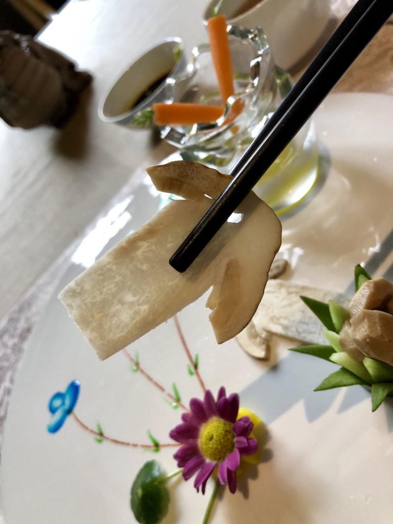 Гриб рядовка обутая или Tricholoma matsutake