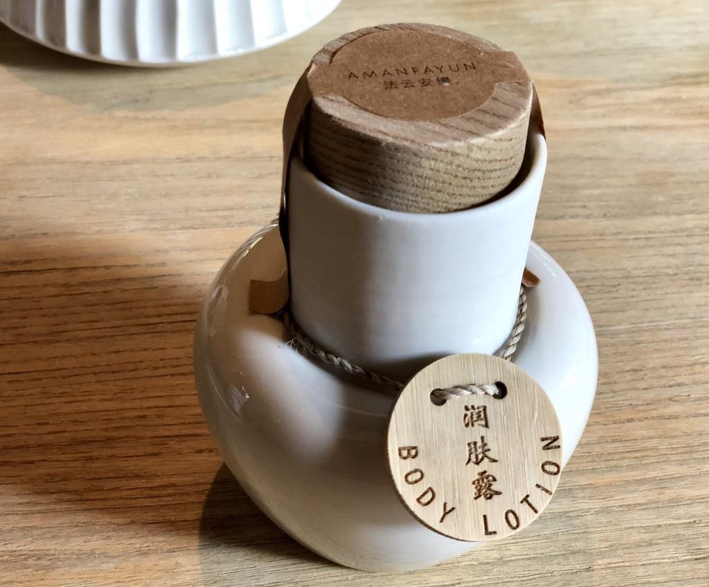 Запечатанная бутылочка с лосьоном