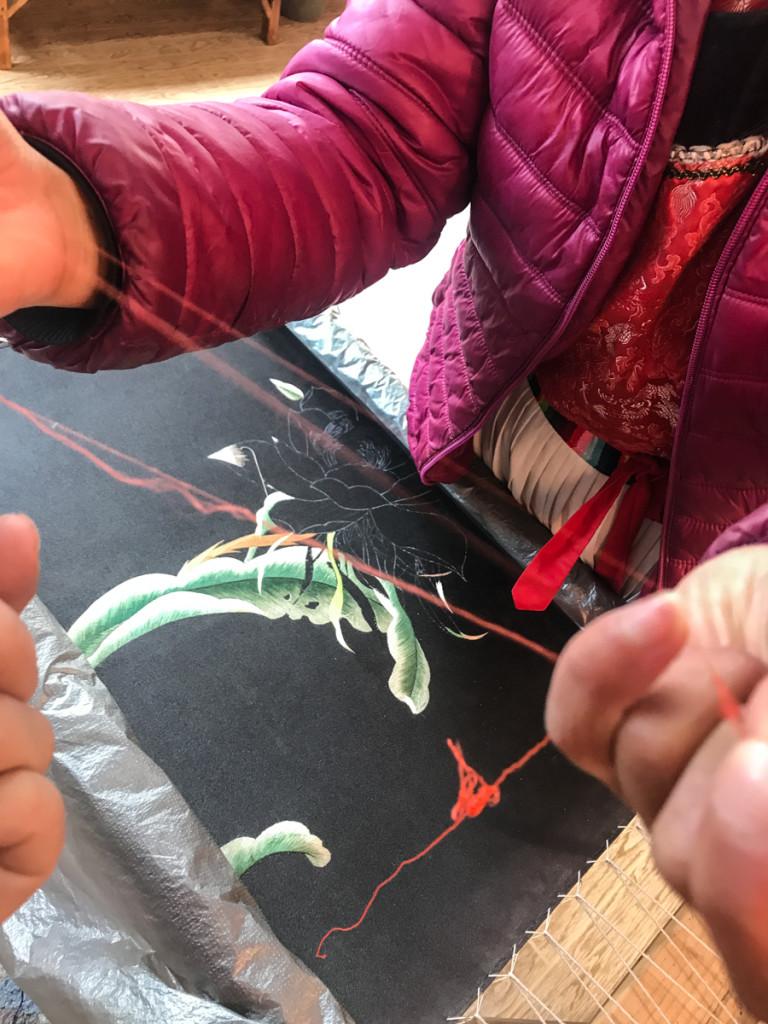 Гусеницы тутового шелкопряда протестуют против эксплуатации их нитей в 240 раз интенсивнее