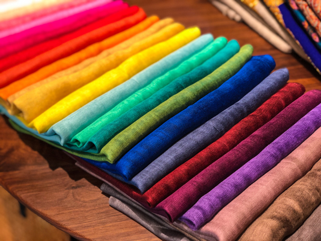 Шелковые шарфы, примерно 15 долааров
