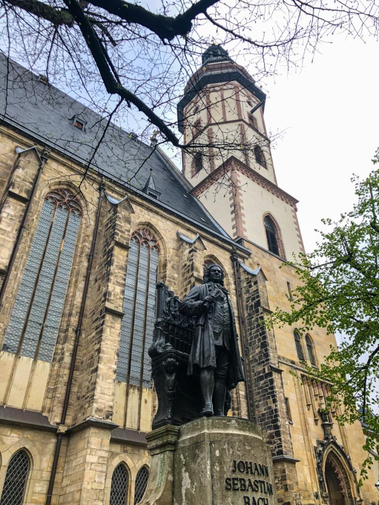 Памятник Баху у церкви Св. Фомы