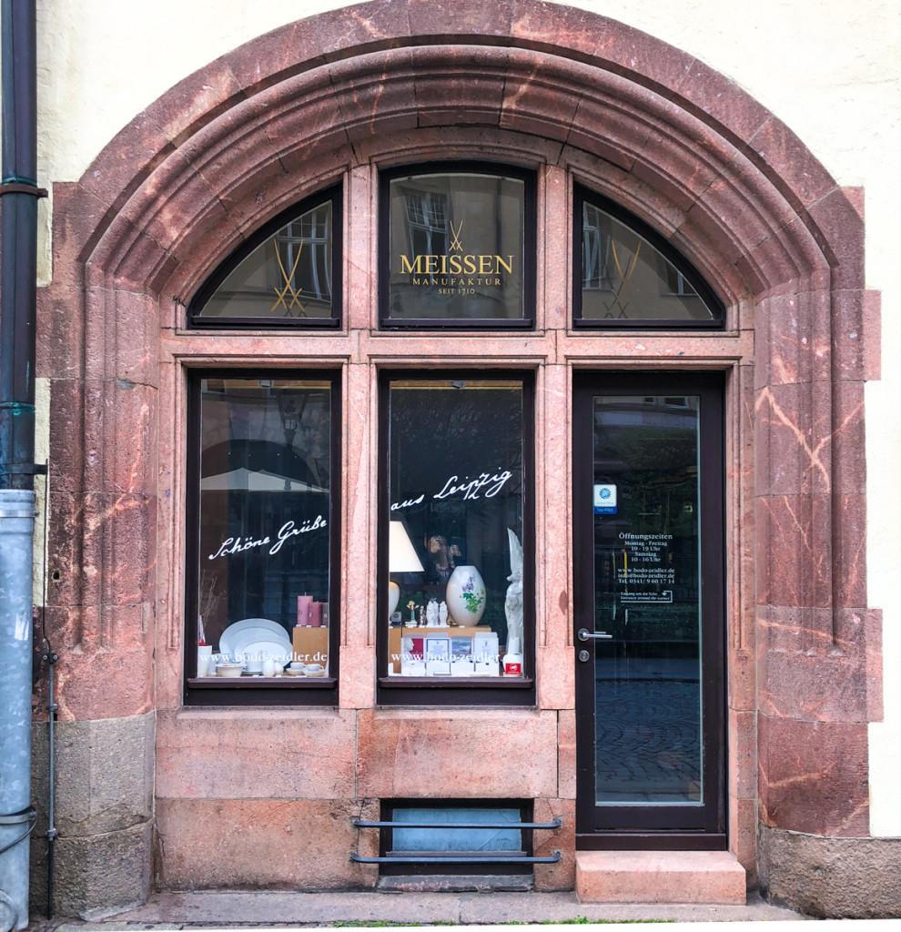 Витрина магазина мейссенского фарфора в Лейпциге