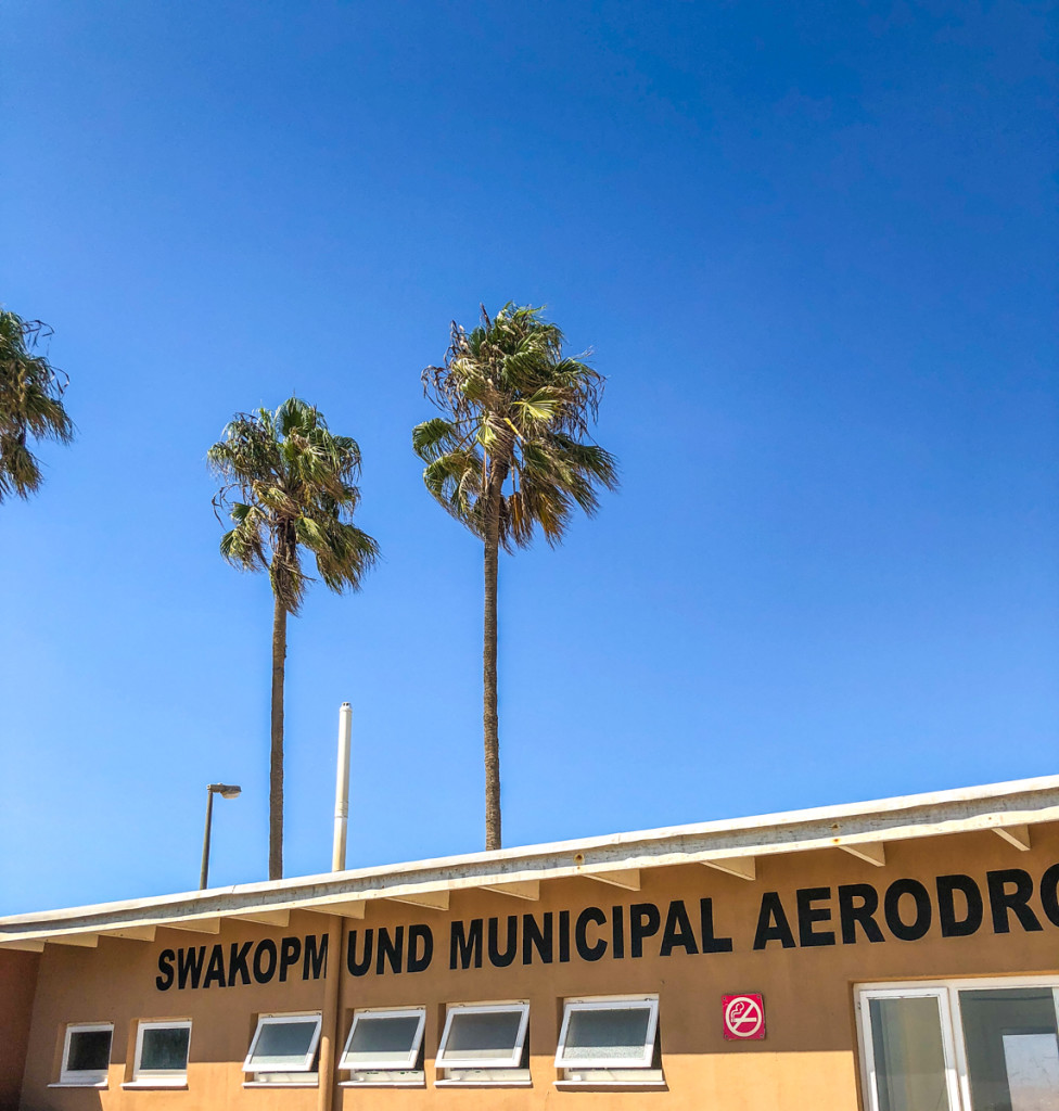 Аэропорт, вид снаружи