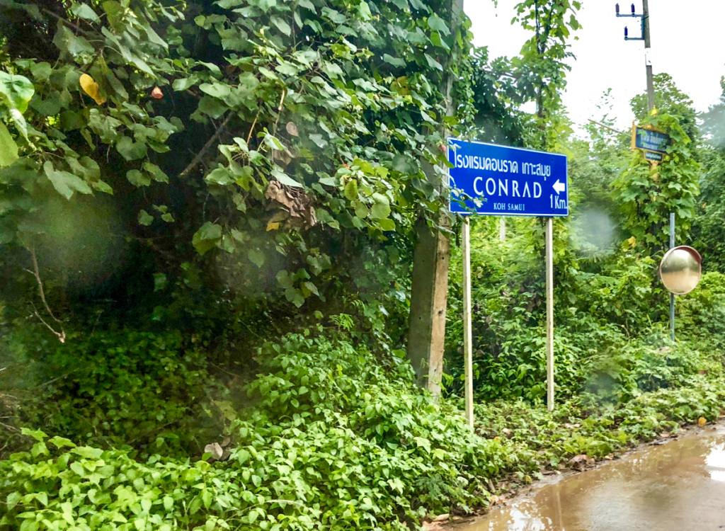 Дорога к отелю Conrad