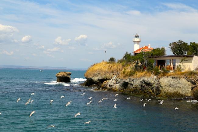 Келья для Робинзона: романтический остров-монастырь в Болгарии