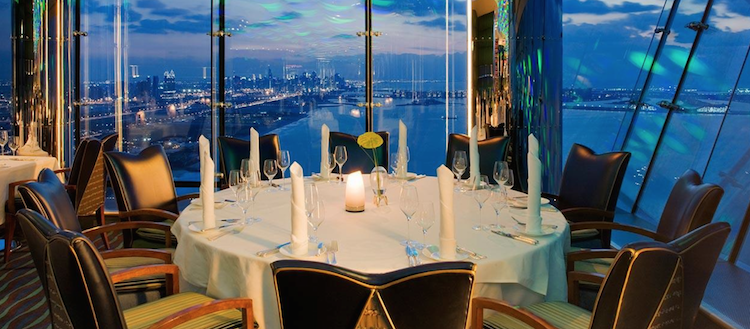 "Дубай: бар Gold on 27 и ресторан ""Высочайший"" на 27 этаже Burj Al Arab"