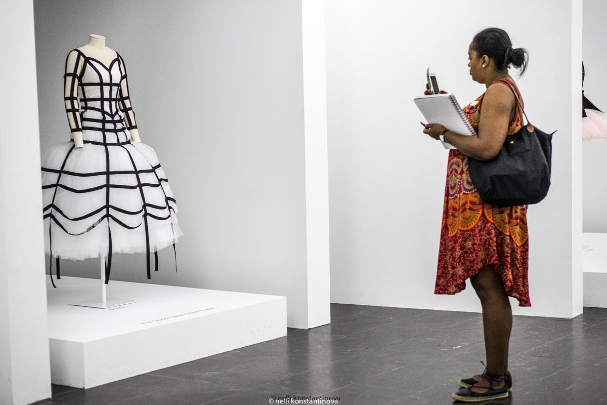 Рей Кавакубо: первая выставка живого фэшн-дизайнера в музее Metropolitan