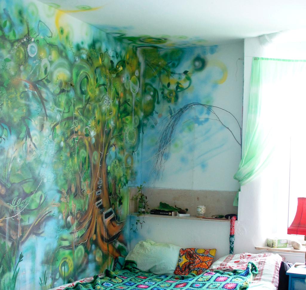 Роспись стен в общежитии второго типа
