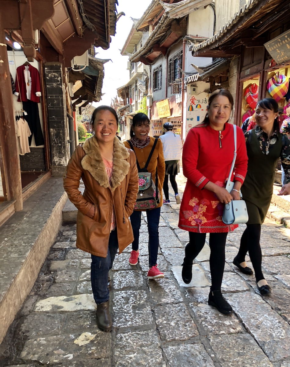 Как одеться на прогулку в старинный Лицзян?