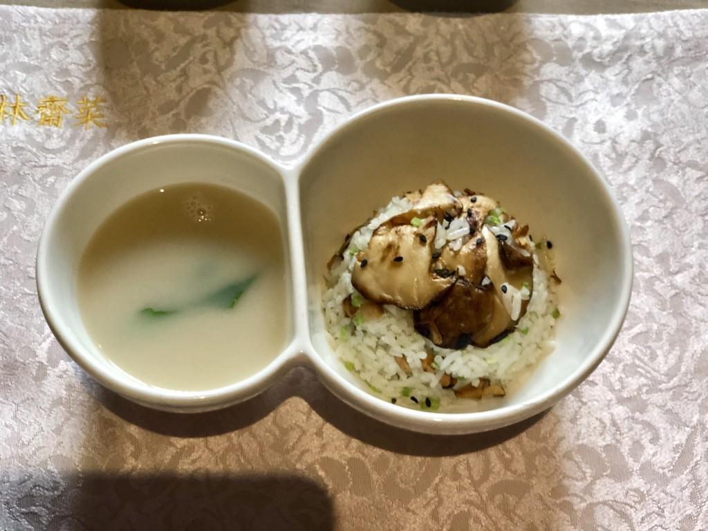 Жареный рис с Tricholoma matsutake