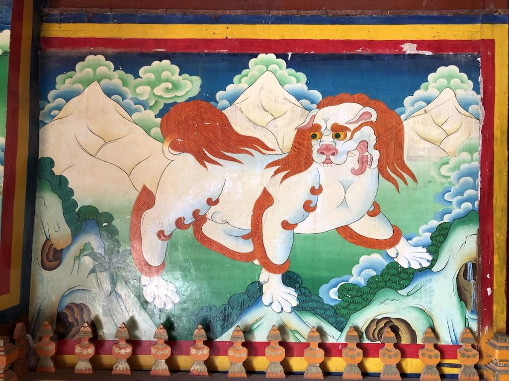 16 цветных картин на стенах написаны во время Пятого далай-ламы