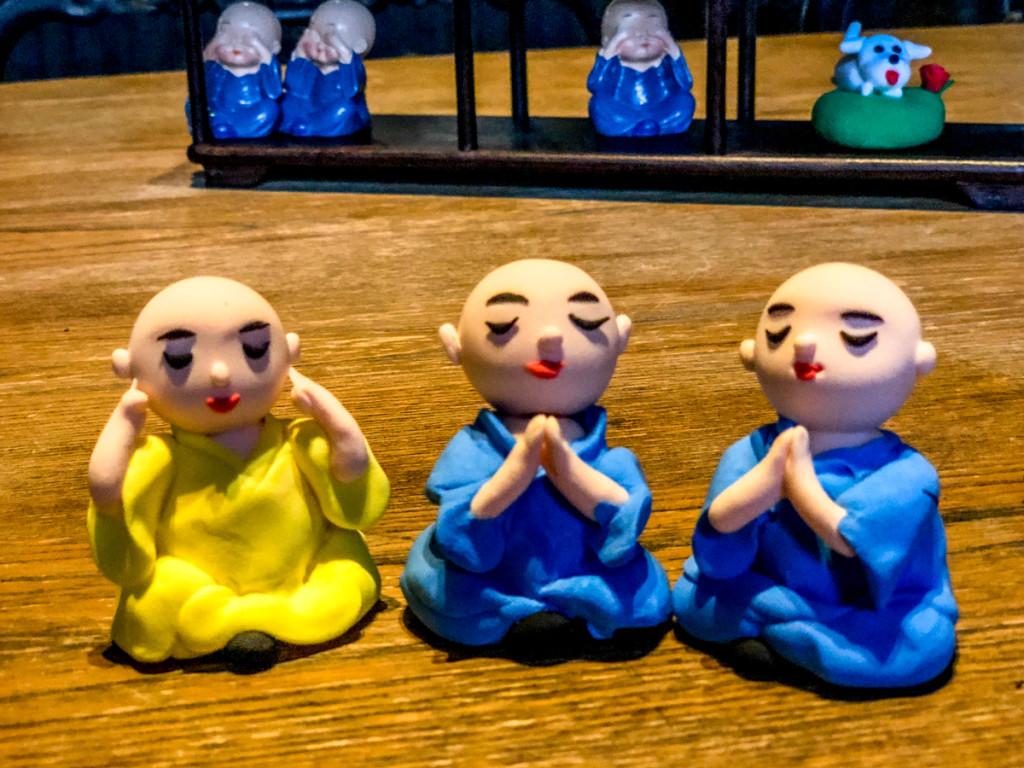Монахи во время медитации ничего не слышат и не видят и молчат