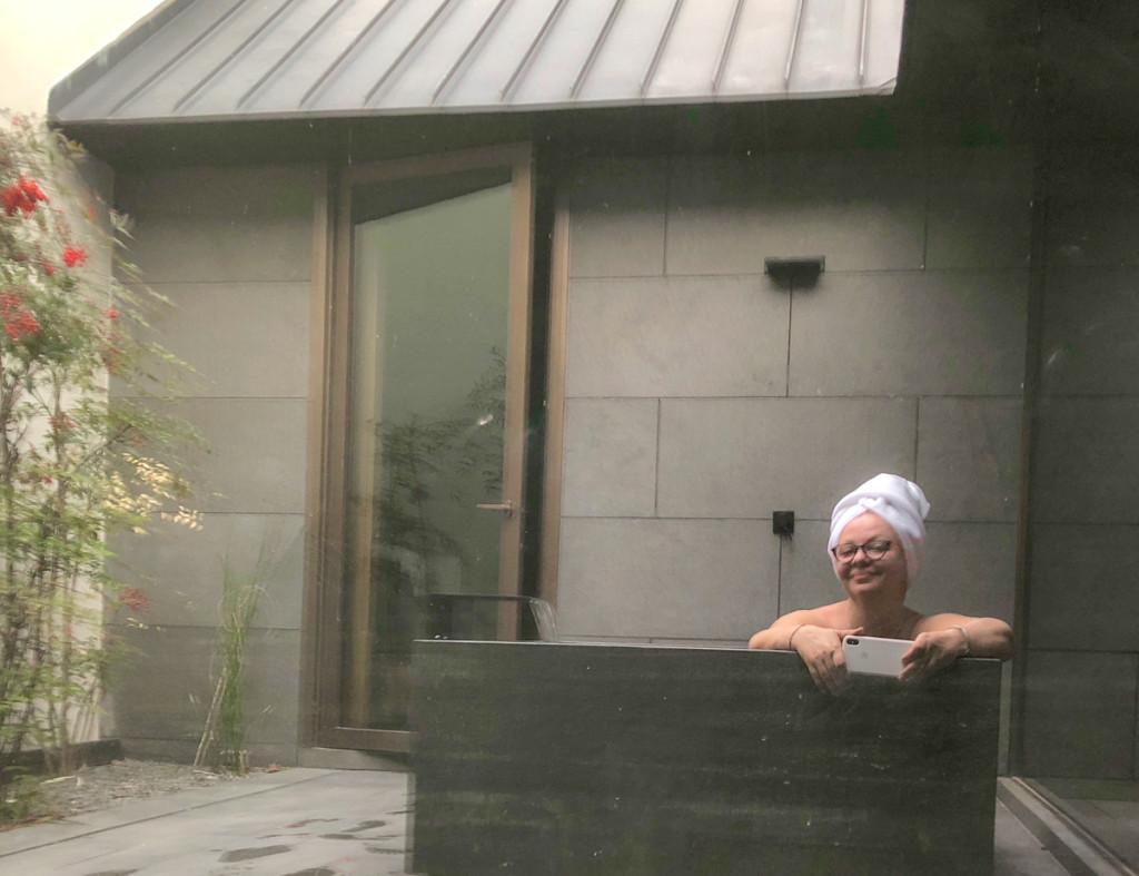 Ванна в патио номер два