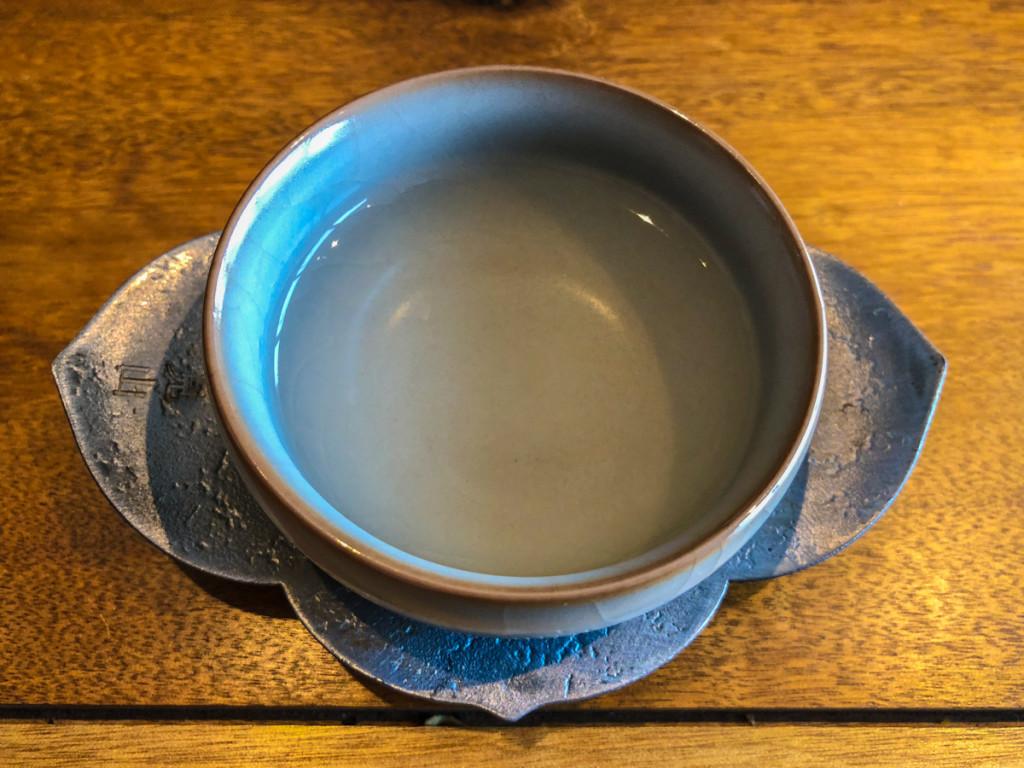 Чай не похож на привычный нам темный
