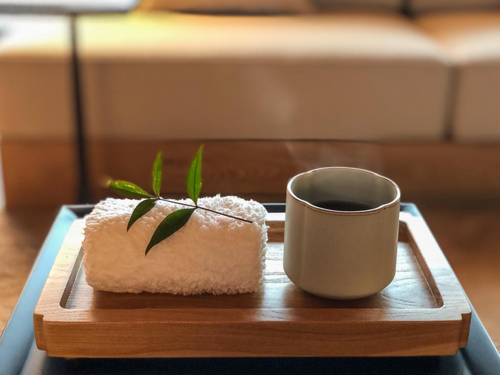 Чай и мятное полотенце