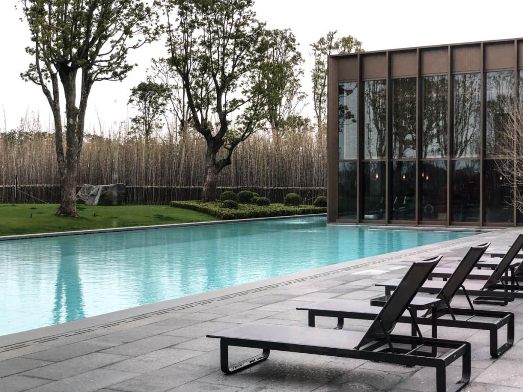 Открытый подогреваемый бассейн