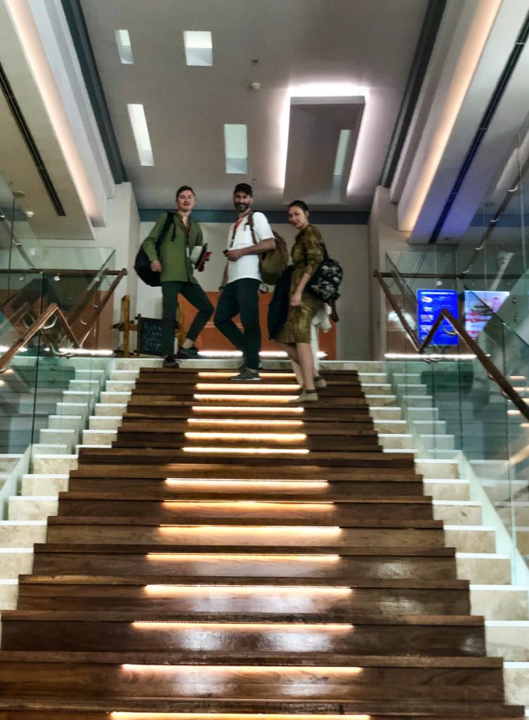 Часть команды мечты на центральной лестнице