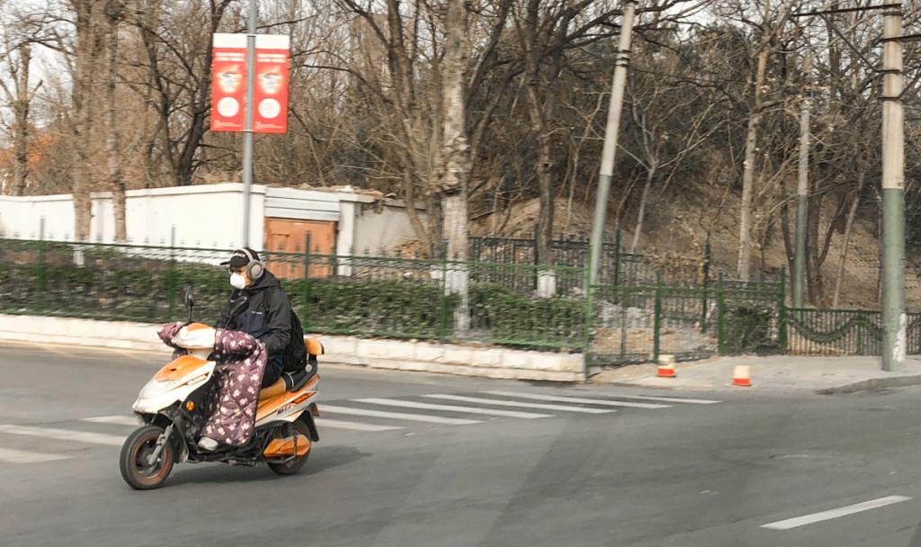 Традиционная зимняя форма мопедов в Китае