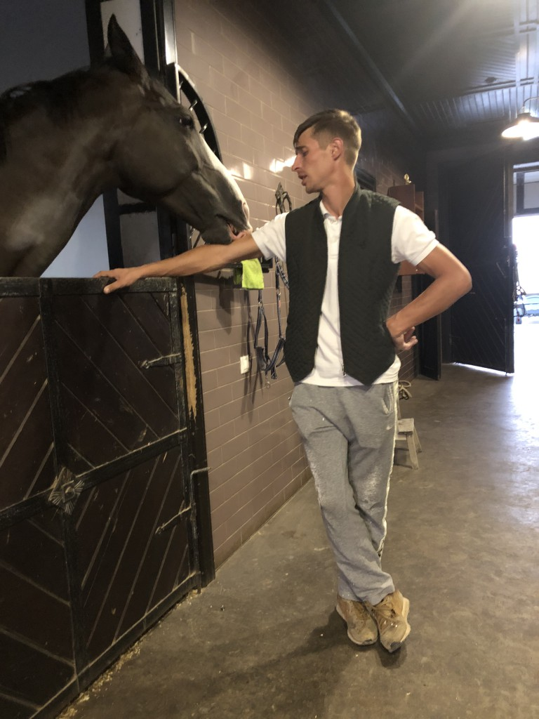 Директор конного клуба
