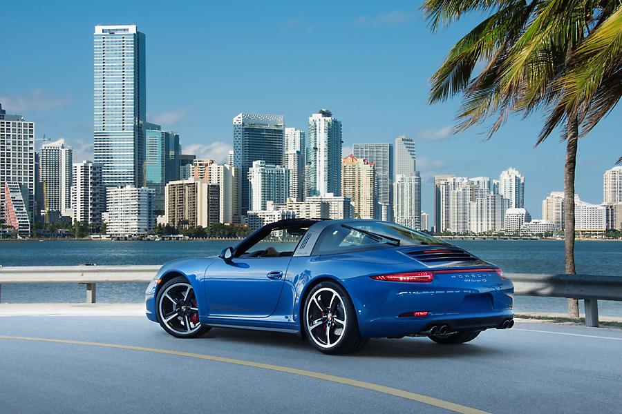 miami-offer-stay-and-drive-sportscar